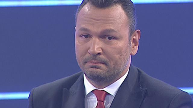 Ali Sunal gözyaşlarını tutamadı