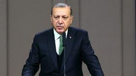 Erdoğan: Tüm bu tabelaları sökün