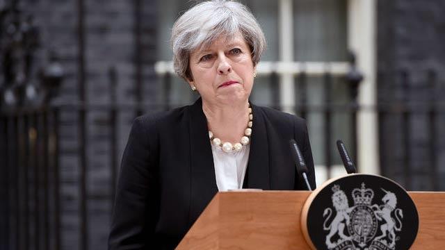 """İngiltere, ülkedeki terör tehdidi seviyesini en yüksek basamak olan """"kritik""""e çıkardı"""