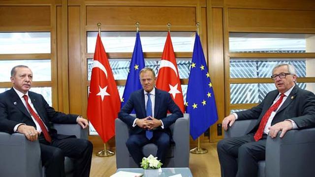 """Erdoğan'ın Tusk ve Juncker ile yaptığı görüşmede """"mülteci anlaşması"""" konuşuldu"""
