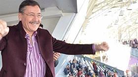 Melih Gökçek Osmanlıspor'u galibiyeti sonrası böyle sevindi