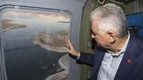 Başbakan Yıldırım hem havadan, hem direksiyon başından Elazığ'daki Ağın (Karamağara) Köprüsü'nü inceledi