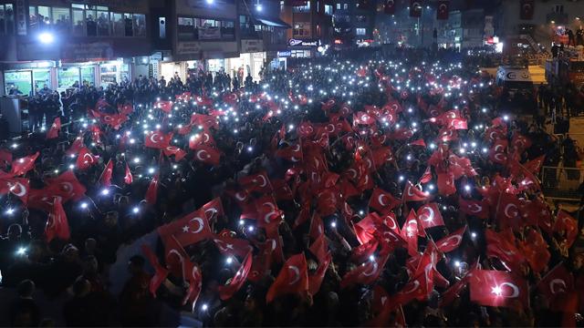 Başbakan Yıldırım'a Hakkari'de yoğun ilgi