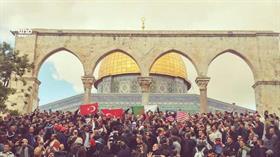 Kudüs'te Türk bayrakları açıldı! İşgalci İsrail vahşice Müslümanlara saldırıyor