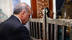 Cumhurbaşkanı Erdoğan Eyüp Sultan Camii'nde Kur'an okudu