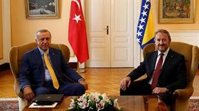 Cumhurbaşkanı Recep Tayyip Erdoğan, Bosna halkıyla kucaklaştı