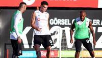 Beşiktaş, UEFA Avrupa Ligi I Grubu'nda Sarpsborg ile Perşembe günü oynayacağı maçın hazırlıklarına bu akşam yaptığı antrenmanla devam etti.