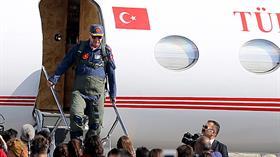 Başkan Erdoğan TEKNOFEST alanına savaş uçağı ile indi
