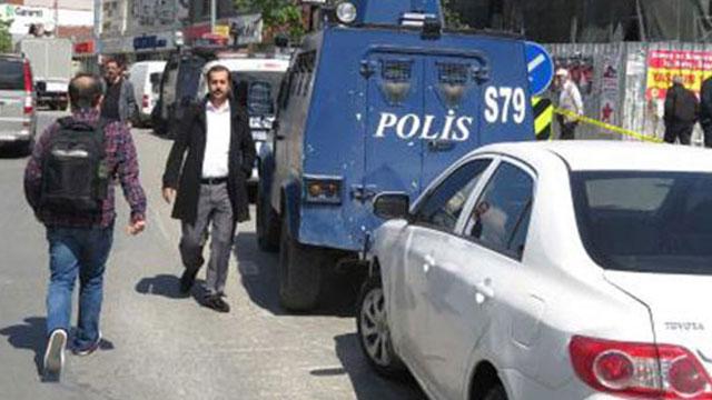 Sancaktepe'de bir banka şubesine giren silahlı ve maskeli 2 kişi bankayı soydu