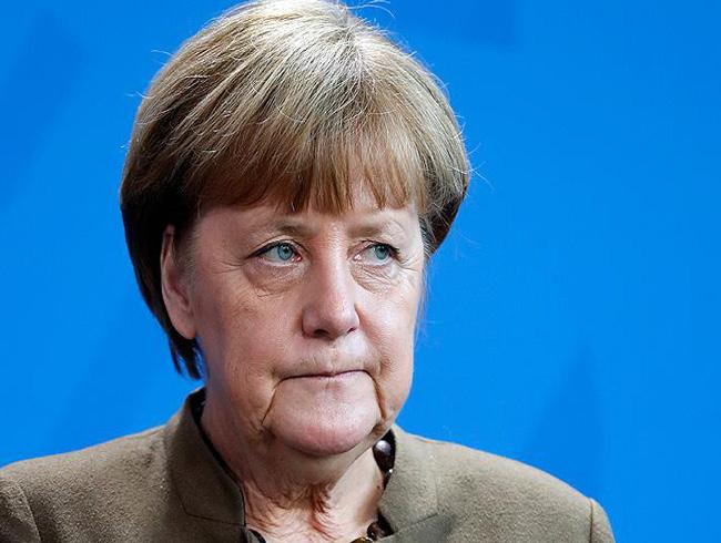 Merkel'den 'Avrupa ordusu'na yeşil ışık