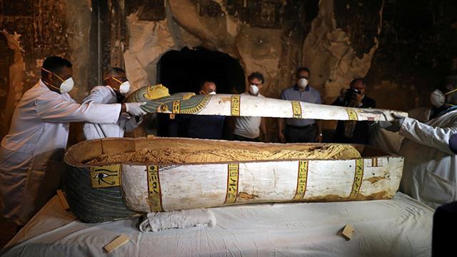 Mısır'da 4 bin yıllık ahşap heykel bulundu