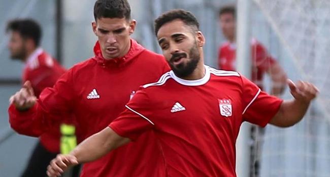 Beşiktaş'ın sağ bek transferinde rota yeniden Douglas
