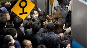 Japonya'da yoğunluğa sıra dışı önlem: Trene geç binene bedava yemek