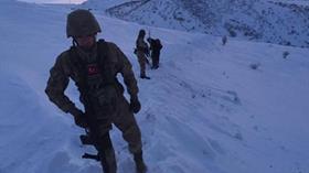 Yolu kardan kapalı köyde kadını jandarma kurtardı