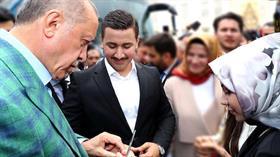Başkan Erdoğan 15 Temmuz'da yaralı halde yerde yatarken gelip alnından öptüğü Ahmet Onay'ın söz yüzüklerini taktı