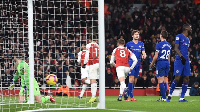 Londra derbisinde Arsenal, konuk ettiği Chelsea'yi 2-0 mağlup etti