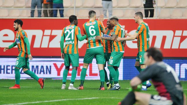 Sahasında Sivasspor'u 2-0 yenen Alanyaspor, 4 hafta sonra galip geldi