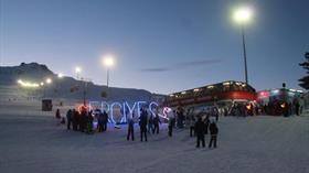 Erciyes'te ışıklar altında gece kayağı