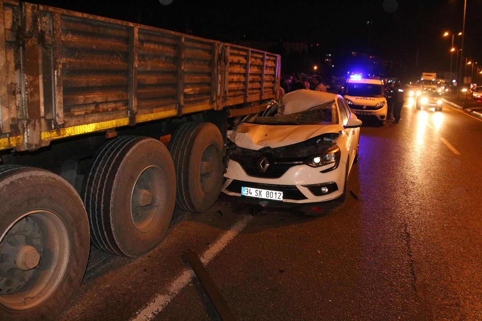 Zonguldak'ta meydana gelen kazada otomobil tırın altına girdi: 1 yaralı