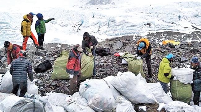 Everest'i çöplüğe çevirmişler