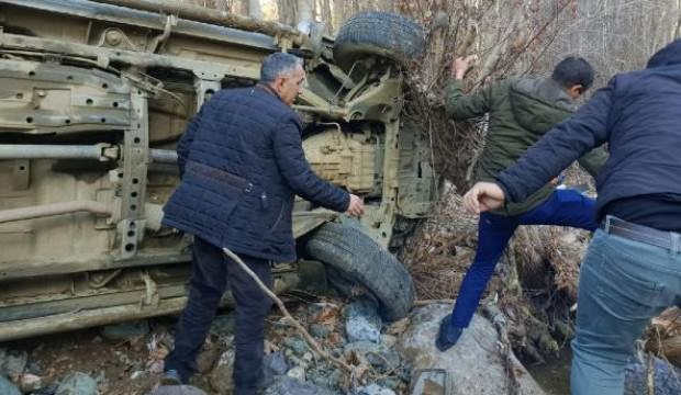 AK Partili vekilin korumalarının aracı şarampole devrildi