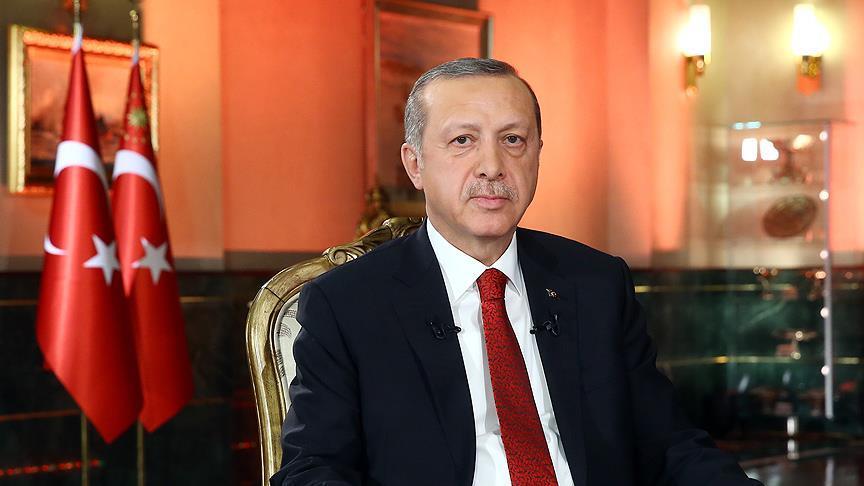 Başkan Erdoğan, Uşak'ta şehit olan polis Mehmet Aksoy'un ailesine başsağlığı diledi
