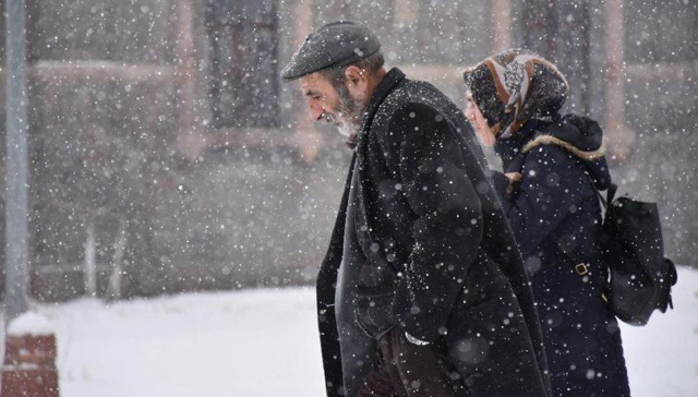 Ardahan'da kar yağışı nedeniyle okullar tatil edildi