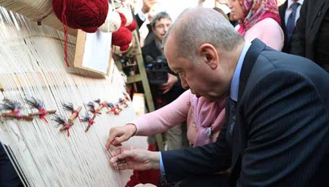 Başkan Erdoğan Isparta'da halı dokudu