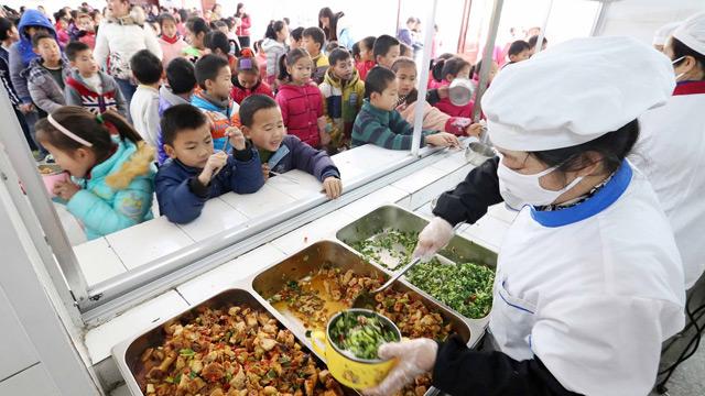 Çin'de okul kantinlerindeki gıdalarda şeker oranı azaltılacak