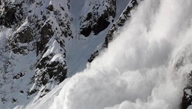 İsviçre Alpleri'nde çığ düşmesi sonucu çok sayıda kişi karın altında kaldı