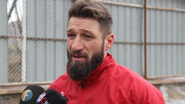 Teknik direktörüyle tartışan Serdar Özbayraktar kampı terk etti