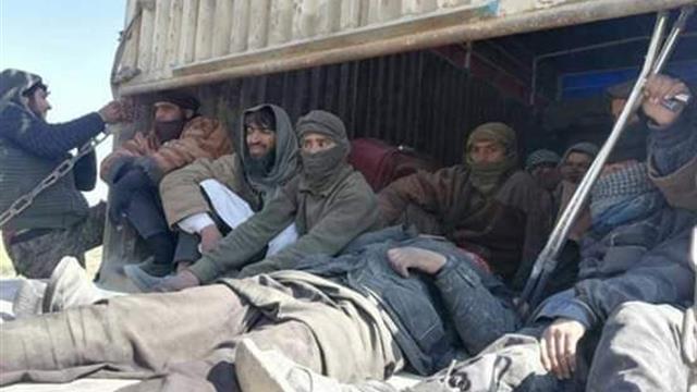 Terör örgütü PKK/YPG/SDG, anlaşma gereği elindeki 150 DEAŞ'lı teröristi Irak'a teslim etti