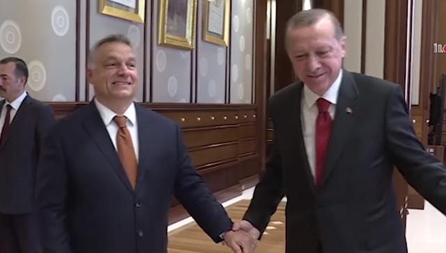 Macar siyasetçi 'Neden Türkiye'yi seviyorum' klibi yayınladı