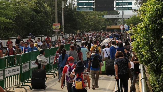 Venezuela'da Simon Bolivar Köprüsü'nde arbede yaşandı