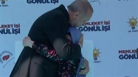Başkan Erdoğan sahneye çağırdı! Gözyaşlarına hakim olamadı