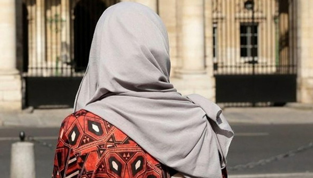 Almanya'da hamile başörtülü kadının karnını yurmrukladılar