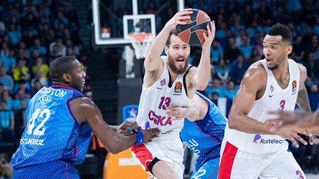 Anadolu Efes sahasında CSKA Moskova'ya son saniye basketiyle 80-78 mağlup oldu