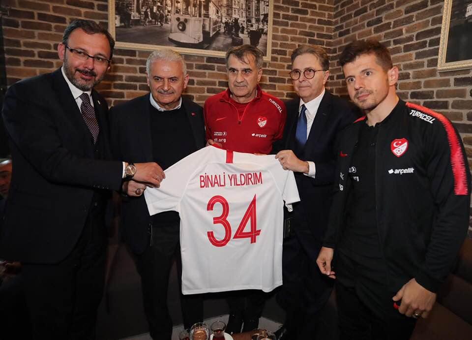 Arnavutluk ve Moldava maçları öncesinde milli takıma ziyaret