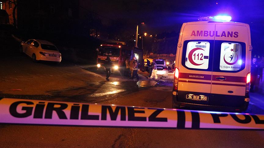 Pendik'te otomobil ile kamyon kafa kafaya çarpıştı: 2 ölü