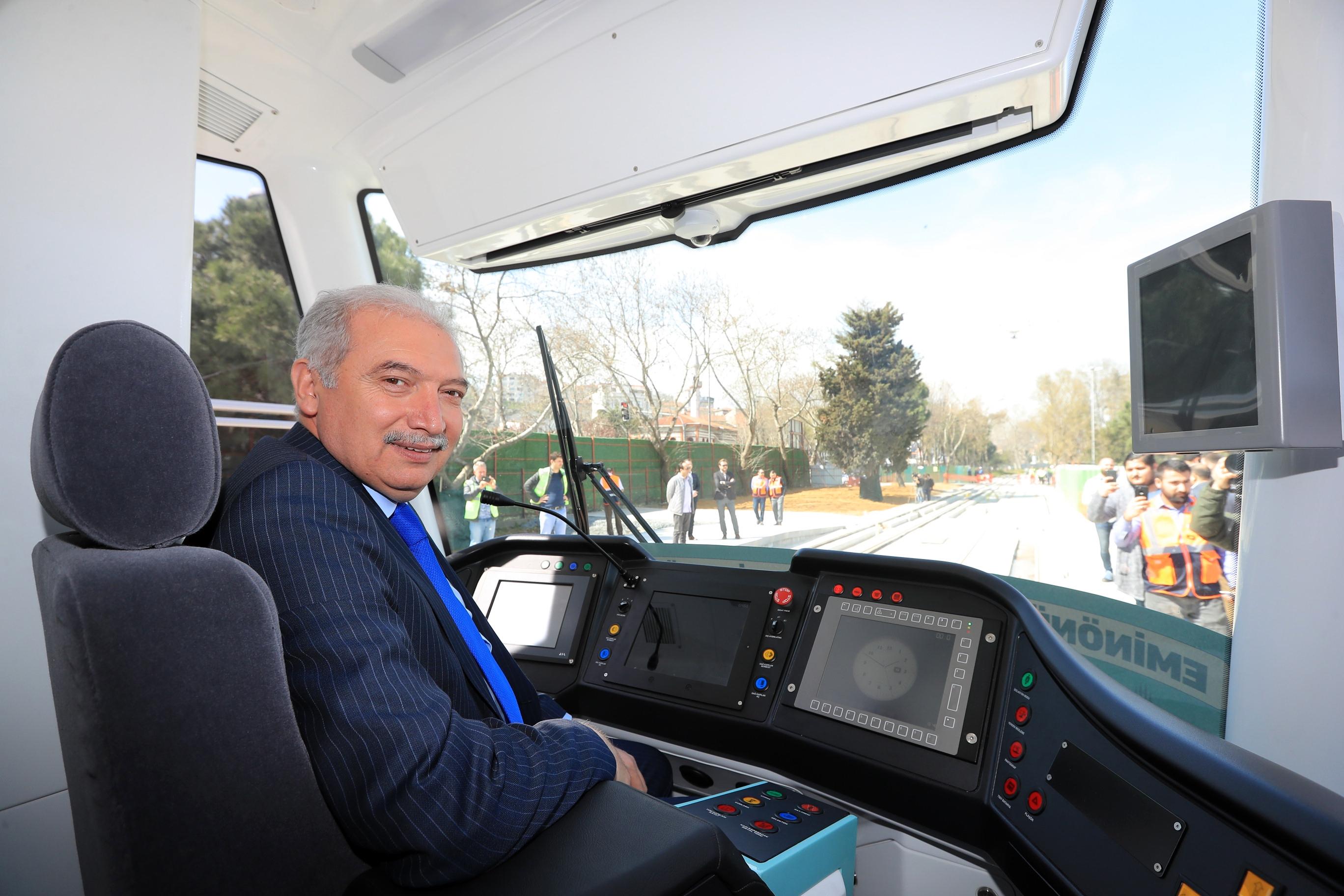 İstanbul'da tarihi gün! Mevlüt Uysal, 2 farklı raylı sistem hattında test sürüşü yaptı