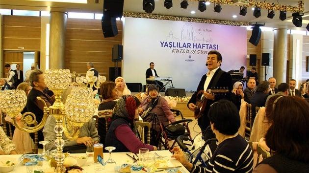 İBB 'Yaşlılar Haftası'nda Coşkun Sabah ile nostalji rüzgarı