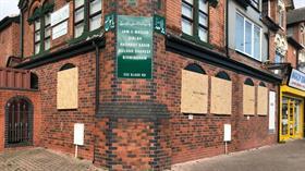 İngiltere'de 4 camiye saldırı