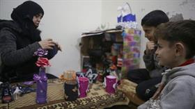 Deyrizor'da ailesini kaybeden Saliha, Bab'da yaşama tutundu
