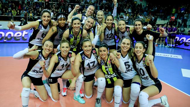 Fenerbahçe Opet, VakıfBank'ı 3-2 yenerek finale yükseldi