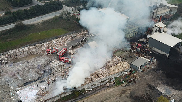Çekmeköy'de kağıt fabrikasında yangın
