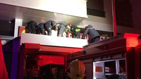 Marketin asma tavanı çöktü: 2 kişi yaralandı