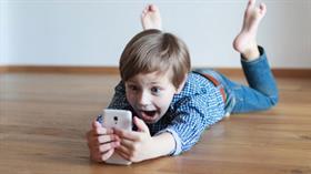 Telefonla vakit geçiren çocukların kemikleri gelişmiyor