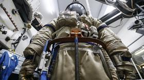 Rusya'nın kozmonotlar için yeni geliştirdiği giysi, Ay'a iniş ve uzay yürüyüşleri için kullanılacak