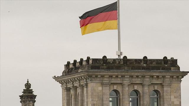 Almanya'da 467 Neonazi sırra kadem bastı