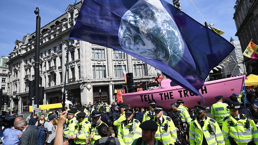 Londra'da eylemler dalga dalga yayılıyor! Önüne geçilemiyor